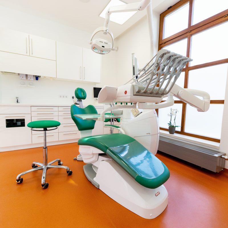 Zahnarzt Dr. Ranak 2454 Trautmannsdorf: Behandlungsraum Zahnarzt